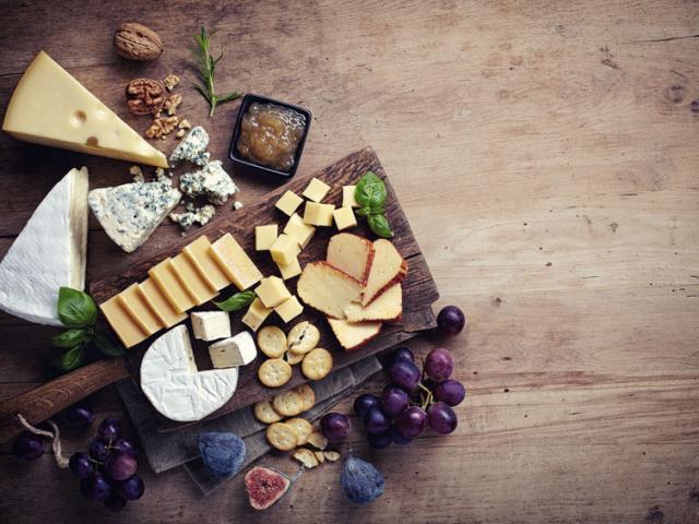 Így készíthetjük el a tökéletes sajttálat