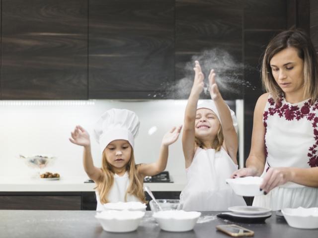 A telefonod a szakácskönyved? Így védd meg főzés közben