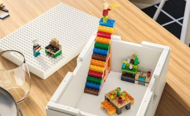 Jön az IKEA és a LEGO szerelemgyereke: a tároló, amely egyben játék is