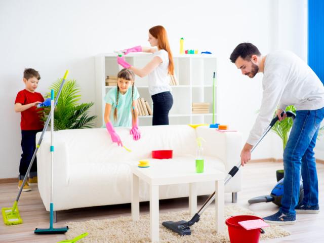 Eláruljuk, miért érdemes a házimunkát felosztani a családon belül