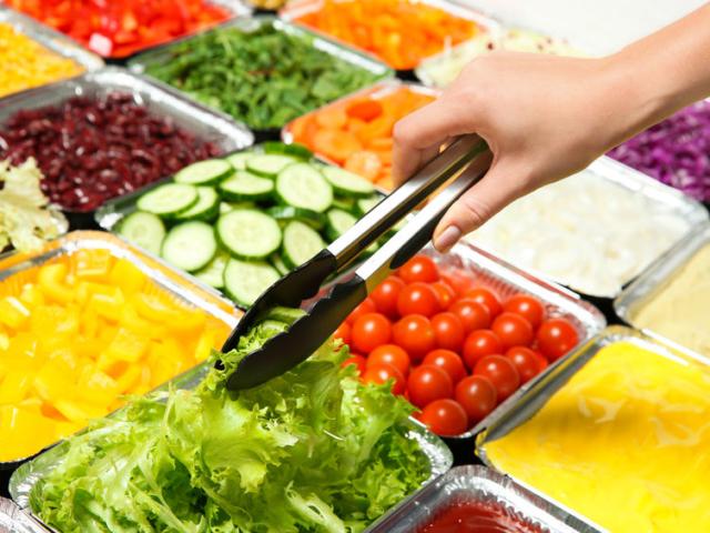 """Hogyan lehet az """"egészséges"""" saláta is hizlaló?"""
