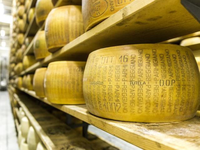 Mit kell tudni az igazi parmezán sajtról, a Parmigiano Reggianóról?
