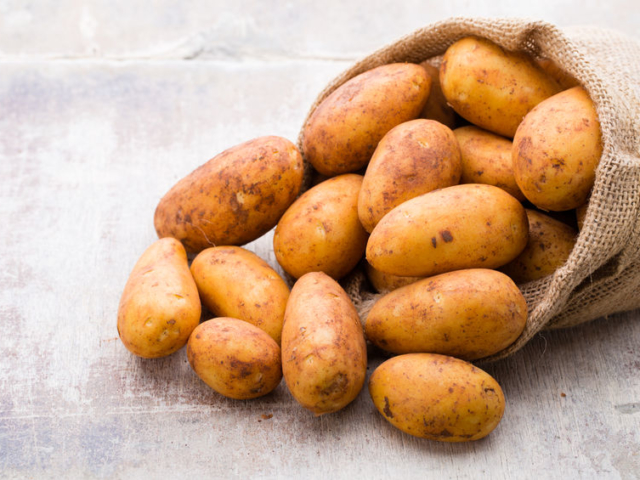 Állítólag így lehet a leggyorsabban meghámozni a krumplit
