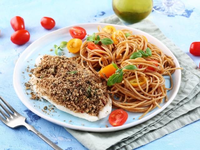 Morzsás halfilé fokhagymás spagettivel
