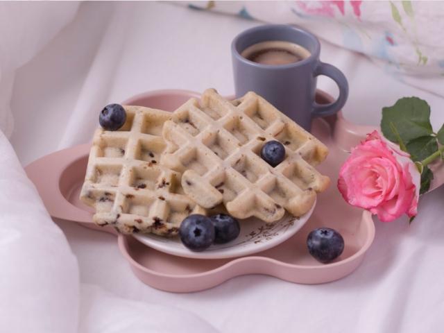 Roppanós gofri csokidarabokkal reggelire