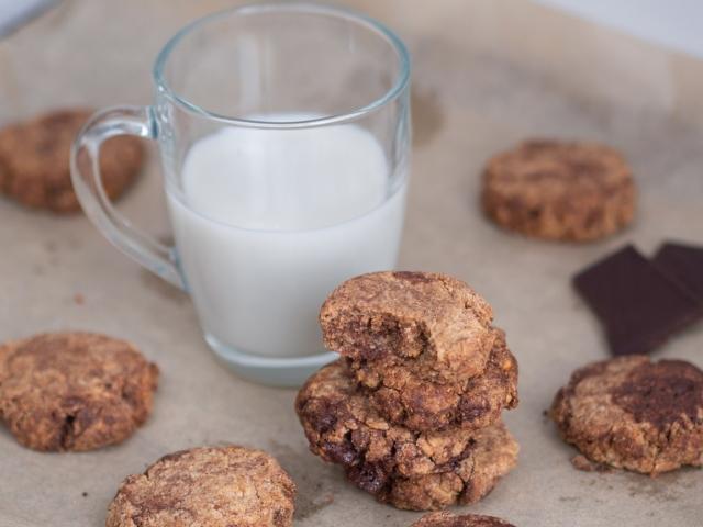 Mandulavajas-csokis keksz