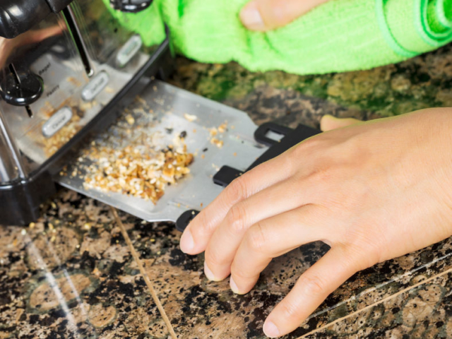 Hogyan takarítsuk ki a kenyérpirítónkat?