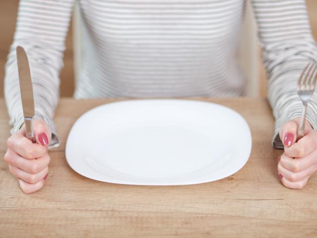 Így varázsolhatod újszerűvé az összekarcolt tányérokat