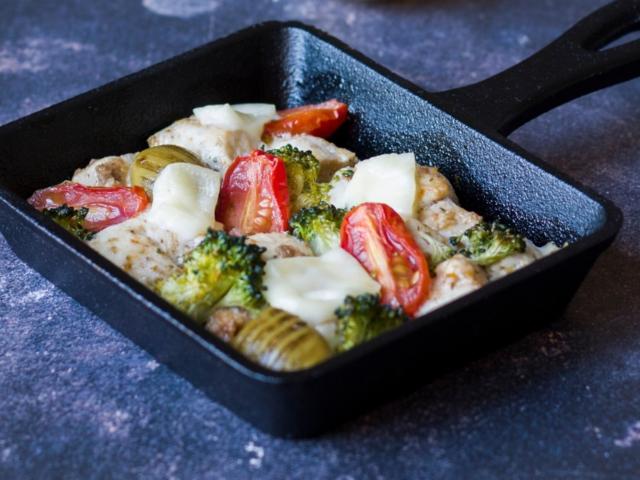 Serpenyős mozzarellás csirkemell brokkolival