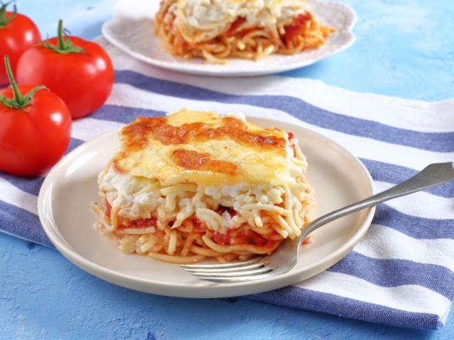 Paradicsomos-besameles rakott spagetti