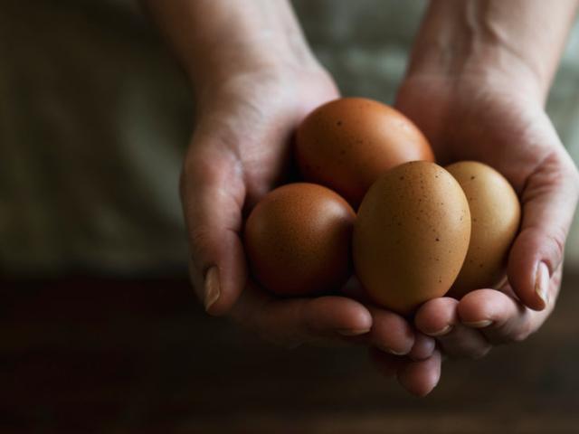 Miért vannak pöttyök vagy púpok időnként a tojásokon?