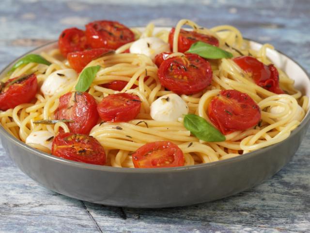 Sült paradicsomos spagetti