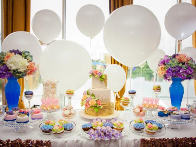 Kitalálod, mennyibe került Kim Kardashian és Kanye West esküvői tortája?