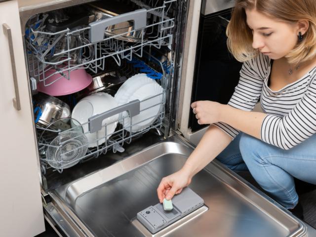 Mosogatógépet használsz? Erre figyelj a mosogatószerekkel kapcsolatban!