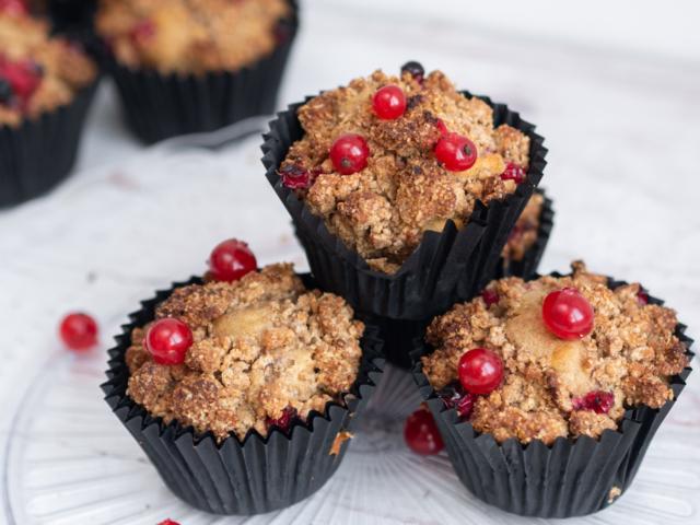 Fahéjmorzsás-ribizlis muffin