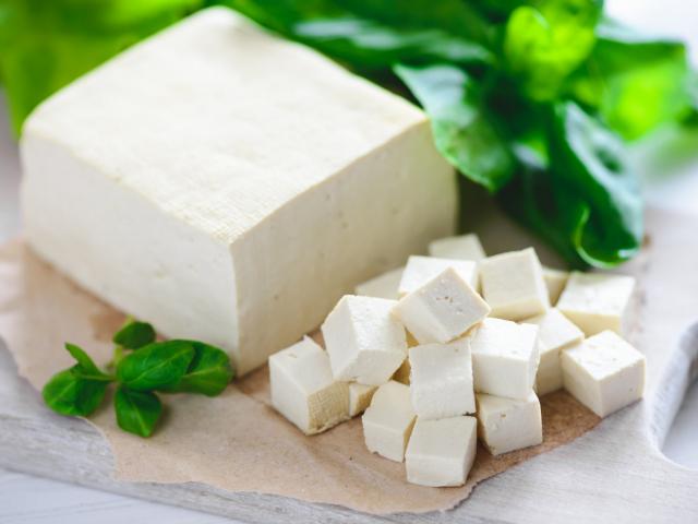 A tofu nem csak a vegánok kedvence! Akár rántottát is készíthetsz belőle
