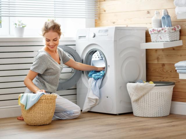 Hogyan használjuk az ecetet és a szódabikarbónát mosáshoz?