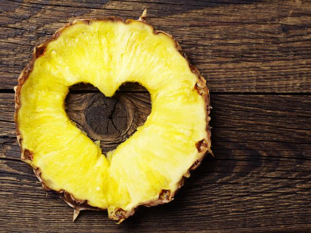 Ezért ne dobd ki az ananász torzsáját!