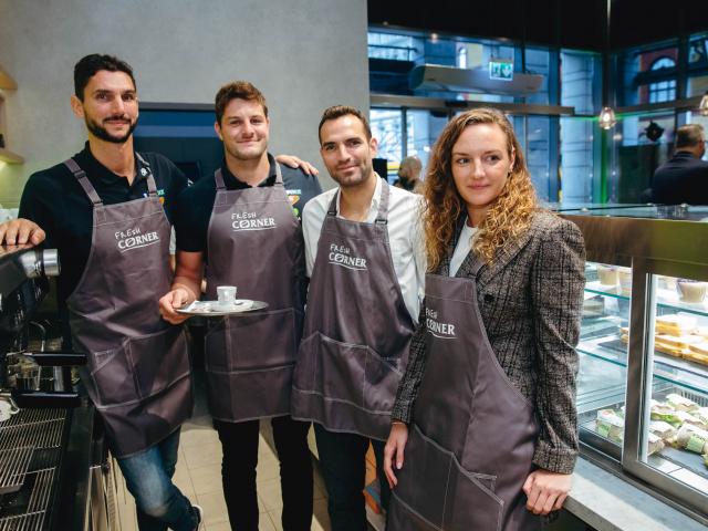 Hosszú Katinkáékkal nyílt meg a belvárosi Fresh Corner Café